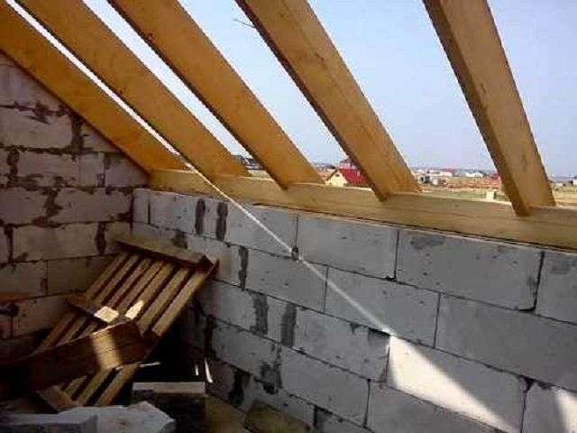 Мауерлат для двосхилим даху своїми руками