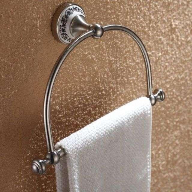 Аксесуари для ванни і туалету