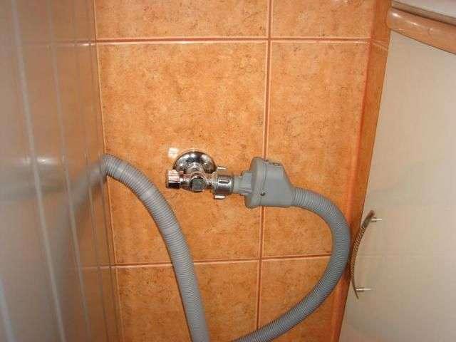 Підключення посудомийної машини до водопроводу та каналізації